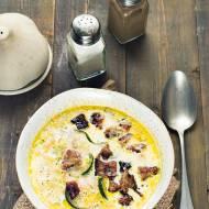 Zupa cukiniowa z żytnimi grzankami