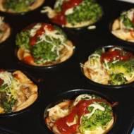Mini tarty z brokułami i pieczarkami