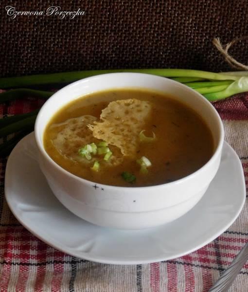 Zupa cebulowa z serowymi chipsami