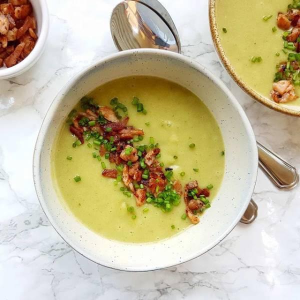 Zupa krem z porów i ziemniaków z chrupiącym boczkiem.