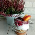 Granola z jogurtem i nasionami chia