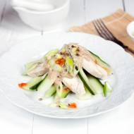 Sałatka z kurczaka i ogórka w sosie sezamowym