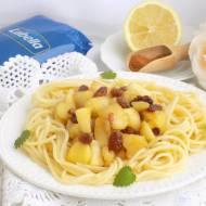 Spaghetti z cynamonowymi jabłkami.
