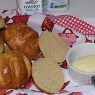 Mleczne bułeczki + masło własnej roboty – przepis