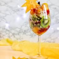 Owocowa sałatka z persymoną i konfiturą