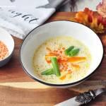 Kremowa zupa soczewicowa z marchewką i fasolką