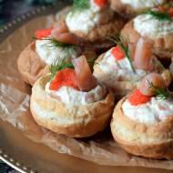 Koszyczki z ciasta francuskiego z musem z łososia