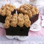 Czekoladowe ciasto z kremem kajmakowym.