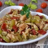 Filet kurczaka z selerem naciowym i makaronem ryżowym