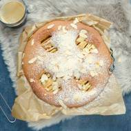 Kawowe jabłkowe ciasto z orzechami I migdałami