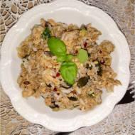 Szybka sałatka z tuńczykiem, ryżem i mixem ziaren