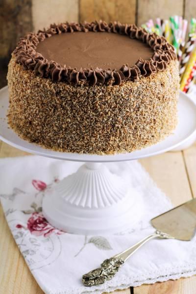 Tort czekoladowy z kokosową posypką…