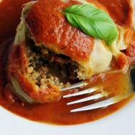 Gołąbki z kaszą jęczmienną i sosem pomidorowym