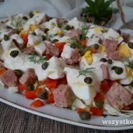 Sałatka z białą kiełbasą i jajkiem