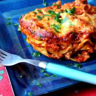 Świąteczne lasagne z suszonymi śliwkami i szynką włoską