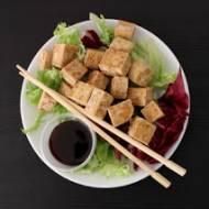 Chrupiące smażone tofu z sezamem