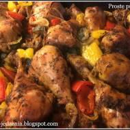 Pieczone nóżki kurczaka z warzywami.