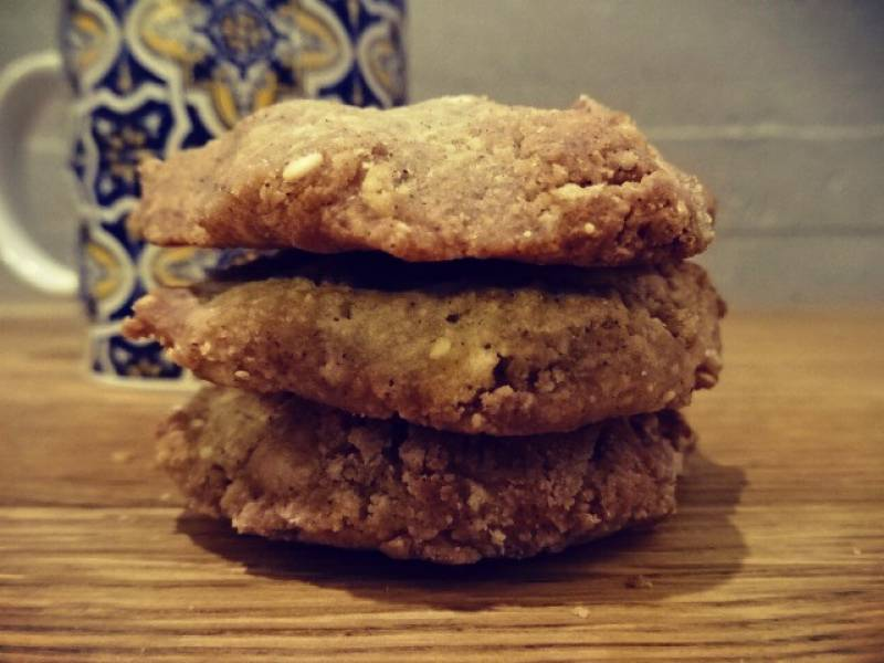 Ciasteczka z tahini i kardamonem