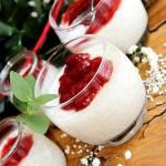 Pudding z perełek tapioki z konfiturą truskawkową