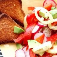 Lekka sałatka z papryki igołomskiej i awokado