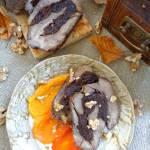 Pieczeń z dzika z suszonymi śliwkami na puree z pieczonej papryki i batata