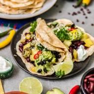 Kuchnia meksykańska i domowe tortille z fasolą i mango