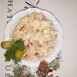 Sałatka z tuńczykiem, marynowaną papryką i ogórkami