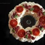 O pierwszym śniegu i bezie z czerwonymi owocami