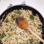 Szybki koperkowy smażony ryż z jajkiem i pieczarkami