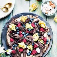 Tort czekoladowy świąteczny z czekoladową bezą