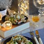 Zapiekanka makaronowa z wędzonym kurczakiem, brokułem i groszkiem