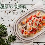 Śledzie w oleju z cebulą i pieczoną papryką