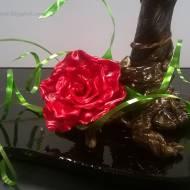 Piernik bananowy i róża z karmelu