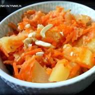 Słodka surówka z marchewki, jabłka i ananasa