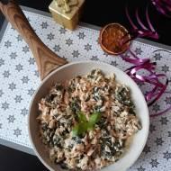 Łosoś ze szpinakiem i sosem śmietanowo-serowo-koperkowym