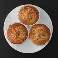 Muffinki z białą czekoladą i bananami