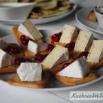 Camembert nakrakersach zżurawiną