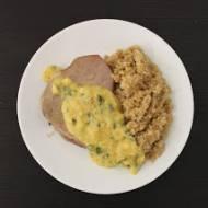 Stek z tuńczyka z sosem musztardowo-pietruszkowym