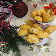 Pieczone drożdżowe pierogi z kapustą i grzybami