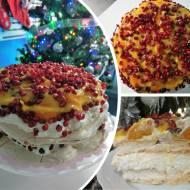 Tort bezowy z kremem kokosowym i owocami
