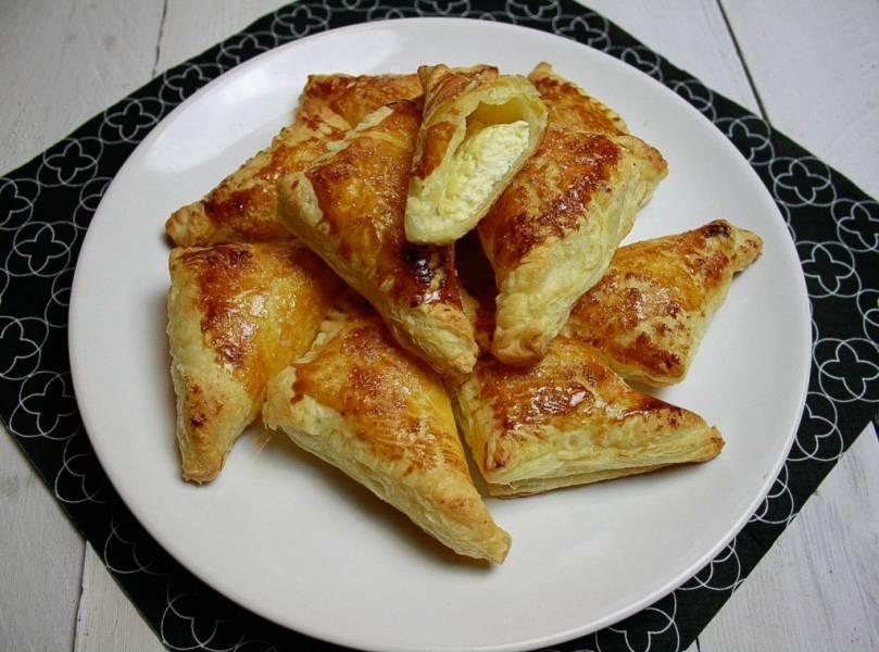 Pierożki z ciasta francuskiego z serem