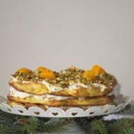 Tort ptysiowy z brzoskwiniami