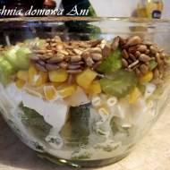 Sałatka warstwowa z brokułem i selerem naciowym