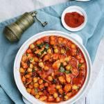 Gulasz z kurczaka z ciecierzycą w pomidorach