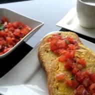 Salsa na chlebie w jajku