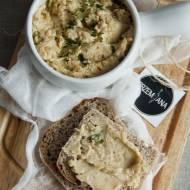 Kanapkowa pasta z selera i kaszy jaglanej