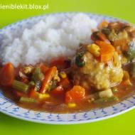 Pulpety wieprzowe w sosie curry z warzywami