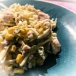 Sałatka z wędzonym kurczakiem i selerem konserwowym