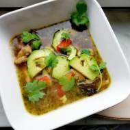 Rosół z awokado i chili