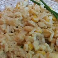 Sałatka ryżowa z ananasem i kurczakiem curry
